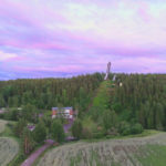 Ilmakuva Parmaharjusta. Hyppytorni keskellä kuvaa.